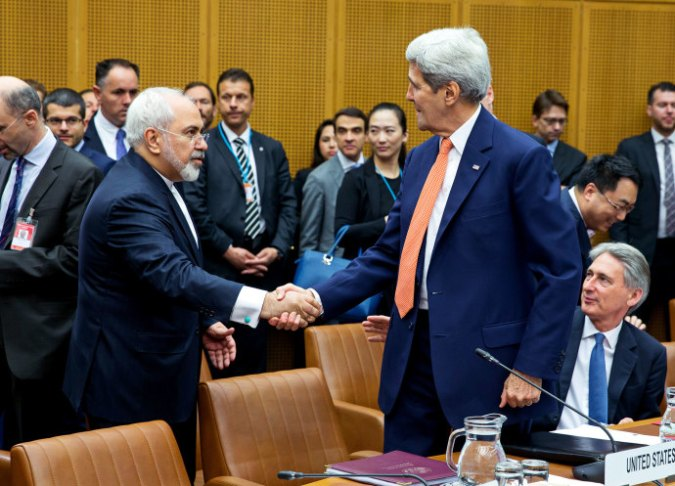 Kerry and Zarif, photo Thomas Imo