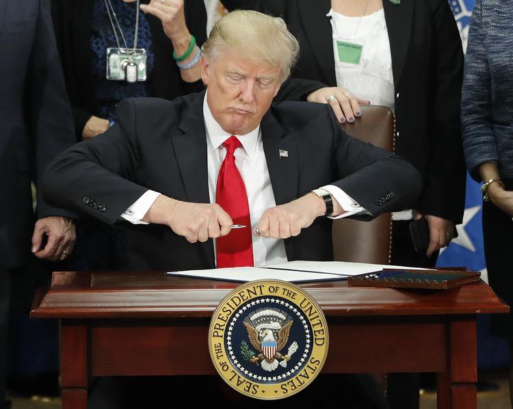 trump-pen